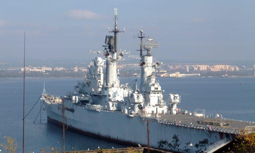 Incrociatore della Marina Militare a Taranto