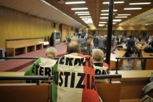 I parenti delle vittime dell'amianto chiedono giustizia al processo Eternit