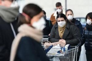Covid-19,gente con la mascherina mascherine